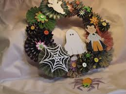 How To Make Halloween Wreaths by Halloween Fan Project Spotlight