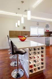 table ilot cuisine haute le rangement bouteilles de vin concepts modernes archzine fr