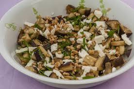 cuisiner des aubergines facile salade d aubergines à la fêta et aux pignons de pin kilometre 0 fr
