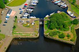 bowling harbour lock 40 in dumbarton sc united kingdom lock