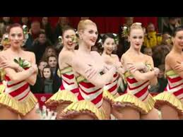 the radio city rockettes macy s parade