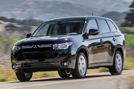 mitsubishi crossover 2014 2014 mitsubishi outlander se 2 4 awd first test truck trend