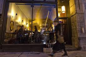 bureau bar a tapas on mange au bureau claude lortie restaurants