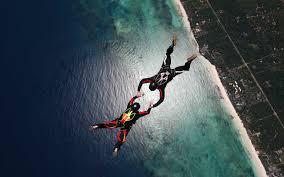skydiving skydivers parachuting stunt ocean hd wallpaper