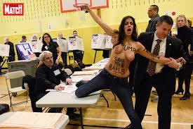 les bureaux de vote des femen manifestent dans le bureau de vote de donald