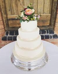 wedding cake with fresh roses fresh flowers wedding cake wedding