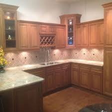 what color quartz goes with maple cabinets toffee glazed maple solid wood cabinet apex granite outlet
