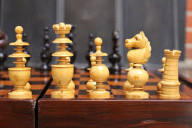 chess sets used in both unofficial and official world