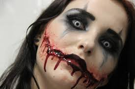 scary clown makeup for women woman applying clown makeup the best