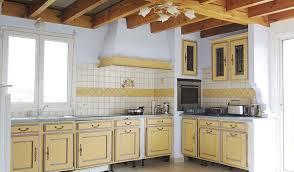 cuisine provencale moderniser une cuisine provençale crédence imitation carreaux de