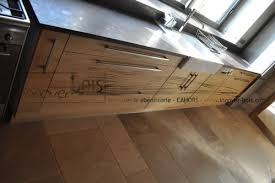 cuisine en bois massif moderne des lignes sobres et contemporaines avec du massif innover bois