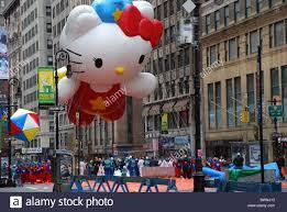 spectators balloon at 2010 macy s thanksgiving day parade