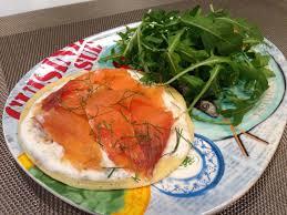 cuisine saumon blinis grecs au saumon fumé papa en cuisine