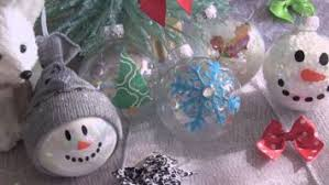 glitter glue and this make beautiful diy ornaments