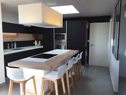 cuisine avec ilots une cuisine design fenix noir avec verrière