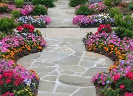 imagenes de jardines pequeños con flores camino de jardín ideas atractivas piedras losas y baldosas