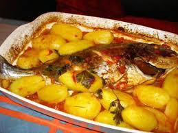 cuisiner une dorade recette de dorade à la tomate avec pommes de terre au four