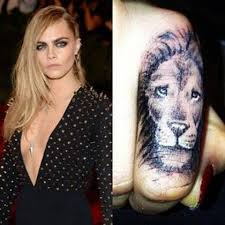 25 beste ideeën over cara delevingne tattoo lion op pinterest