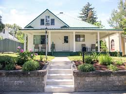 cozy and updated bungalow that sleeps 9 in vrbo