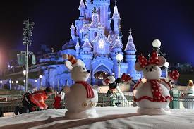 When Do Christmas Decorations Go Up At Disneyland Creating Disney Magic U2013 Installation Of The Christmas Decorations
