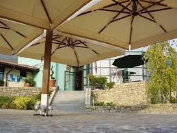 Large Cantilever Patio Umbrella 5 Typical Styles Of Commercial Patio Umbrellas
