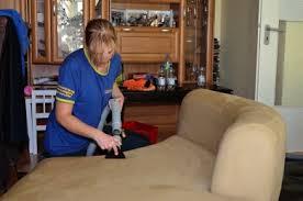 reinigung microfaser sofa profi polsterreinigung statt teuren neukauf sie sparen viel geld