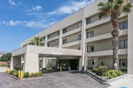 Six Flags Hotel Baymont Inn U0026 Suites Arlington At Six Flags Dr Arlington Hotels