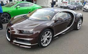 bugatti chiron gold bugatti chiron on a race track touches 200 mph newsdog