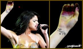 swagisme6 selena gomez gets justin bieber u0027s name tattooed on her