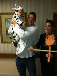 Great Family Halloween Costumes Hey Diddle Diddle The Cat Played The Fiddle And The Cow Jumped