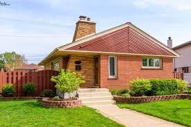 cute and colorful post war bungalow in mt greenwood asks 340k