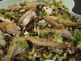 cuisiner le maquereau salade tiède de lentilles au maquereau fumé au poivre bon et beau