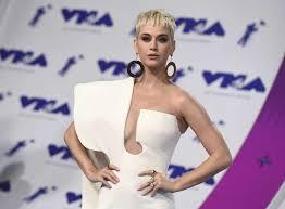 photos celebrity wardrobe malfunctions abc news american idol judge katy perry flashes luke bryan lionel richie in