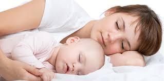 quand mettre bébé dans sa chambre bébé ne dort que dans mes bras que faire la boîte