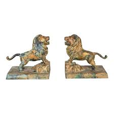 bookends lion world class regency cast iron lion bookends with faux