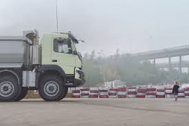 volvo 18 wheeler trucks watch a four year old drive a volvo truck remotely in latest crazy