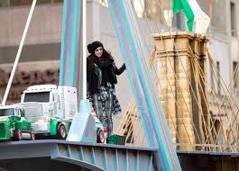 cher lloyd fall out boy at macy s thanksgiving day parade pictures