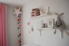 deco chambre bebe fille guirlande lumineuse boule chambre bebe fille recherche