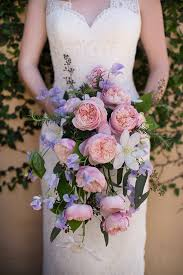 cascade bouquet the rising popularity of cascade bouquets weddings illustrated