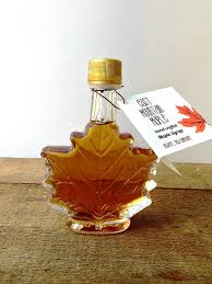 maple syrup wedding favors maple syrup wedding favor1 7 oz maple leaf bottle rustic