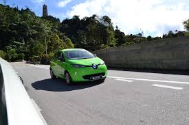 renault zoe electric electric vehicle face off nissan leaf vs renault zoe comos