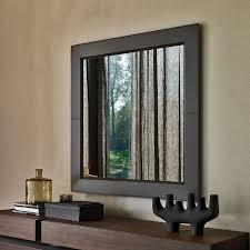 specchi con cornice specchio con cornice in cuoio marrone photo arredaclick