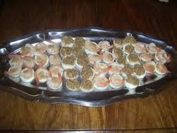 canap au thon recette de canapés d oeufs aux crevettes et au thon la recette facile