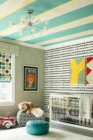 chambre bébé papier peint chambre de bébé garçon et fille décorée avec des rayures