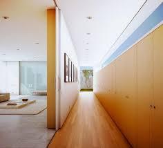 wohnideen minimalistischen korridor moderne flurgestaltung und beleuchtung freshouse