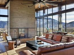 canapé style industriel mobilier style industriel et fenêtres panoramiques maison de montagne