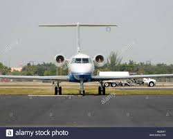 private jet on tarmac stock photos u0026 private jet on tarmac stock