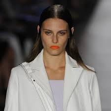 hair styles for ears that stick out 7 wonders things that made us lol at nyfw wonderland
