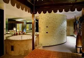 hotel con vasca idromassaggio in varcaturo shanghai suite a tema con vasca idromassaggio hotel il castelletto