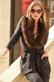 sweater with faux fur collar with faux fur collar